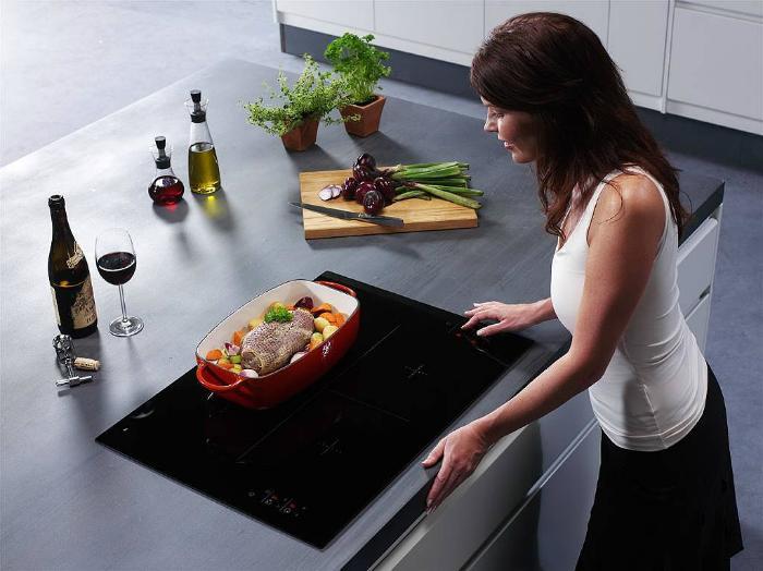 Vệ sinh bếp điện từ đúng cách để đảm bảo hiệu năng