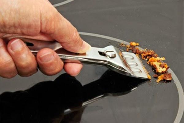 Các giải pháp vệ sinh bếp điện từ hiệu quả